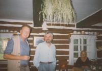 Fedor Gál a František Černý na chalupě u Helšusových
