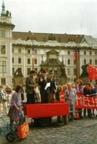 Z happeningu před Hradem proti dostavbě JE Temelín, někdy kolem roku 1993, Jaromír vystupoval v přestrojení jako Gustáv Husák
