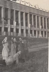 Cca 1953 u strahovského stadionu, Miroslav Pešta dole