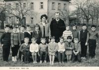Josef Baxa jako žák 1. třídy (čtvrtý stojící zleva)