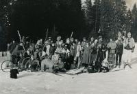 S VŠ kamarády na Šumavě, 1991, Jaromír v černých brýlích a šátku
