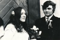 Lenka Kocourová s manželem na jejich svatbě v roce 1971
