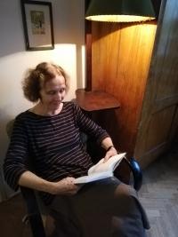 Drahoslava Janderová ve svém bytě. Říjen 2019. Foto: Kristýna Markvartová