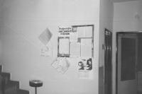 Nástěnka ve firmě Drustav Jihlava během sametové revoluce, kde Jiří Antonů pracoval