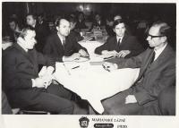 Na konferenci o vláknech v Mariánských lázních (druhý zprava)