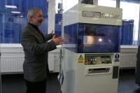 Při představování stroje na výrobu nanovláknových tkanin