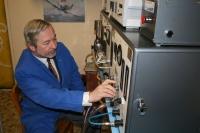 Oldřich Jirsák v laboratoři liberecké univerzity