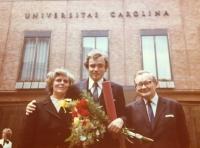 Pavel Svítil s rodiči po promoci v roce 1980