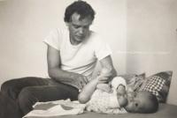 Pavel Svítil se synem v roce 1984