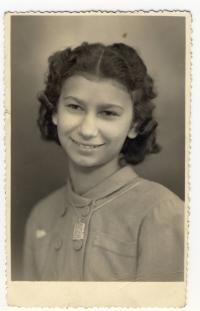 Jaroslava Suchá as a thirteen-years-old; 1945