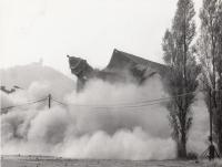 Demolice divadla v Mostě, 1983