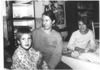 Jana Soukupová se synem Jorikem a dcerou Lucií, 1988