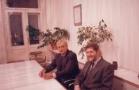 Michal Hron a Jiří Dienstbier ve Špalíčku, Praha, 1995