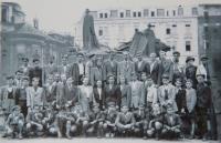 Školní výlet na Staroměstském náměstí; 1947