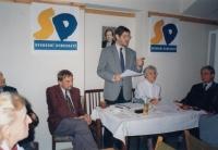 Setkání Svobodných demokratů, zleva Michal Hron, Mahulena Čejková, Jiří Dienstbier, 1995