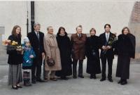 Promoce syna Jana, zleva - Barbora Hronová, vnučka Klára Kopýtková, Michal Hron, otec a jeho žena Anna Hronová, Vladimír Novotný a jeho partnerka Hana Hartigová, Jan Hron, Zuzana Hronová, 2008.