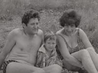 Syn Michala Hrona s prarodiči.
