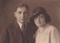 Matka Marie Ledererová a její bratr Jan Lederer, Poděbrady, 1933