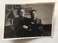 Lázló Regéczy-Nagy s manželkou v uniformě