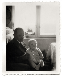 Pavel Jelínek s dědou Josefem Ledererem, Liberec, 1936