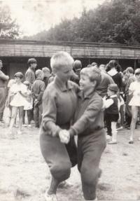 Tábor v Ledči nad Sázavou cca 1967, vlevo syn Peštových