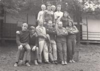 Tábor v Ledči nad Sázavou cca 1967, Vlasta druhá zprava nahoře, její manžel třetí zprava dole