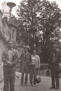 Rodiče Vlasty uprostřed, manžel Mirek vepředu, syn vzadu
