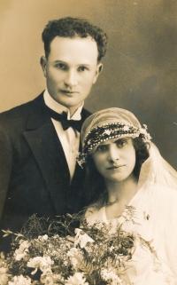 Svatební fotografie rodičů Václava Daška, 1931
