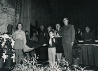 Jana Housková s Václavem Marhoulem na skautském sněmu v roce 1968