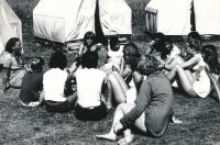 Na táboře v Kolodějích, Dagmar Housková první zleva, 1970