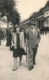 1946, Zdeňka Velímská s přítelem, Karlovy Vary