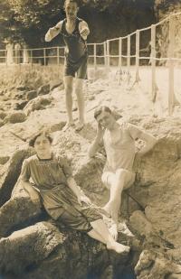Maminka s bratrem, Itálie, 1920