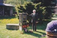 Miloslav Růžička při odhalení pamětní desky věnované Františku Blažkovi, 2002