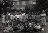 Libor Grubhoffer na základní škole (druhá řada uprostřed)