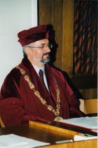 Libor Grubhoffer jako prorektor Jihočeské univerzity v roce 2003
