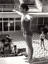 Milena Duchková v bazénu v Praze-Podolí, 1966