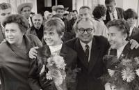 Milena Duchková s rodiči po návratu z OH v Mexiku 1968