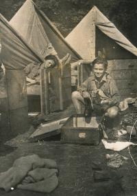 Miroslav Masák na skautském táboře, 1946