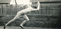 Miroslav Masák na atletickém tréninku, 1950
