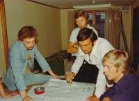 Při plánování realizace obchodního domu Máj,  zleva Johny Eisler, investor, Miroslav Masák a Ole Norlin, Praha, 1974