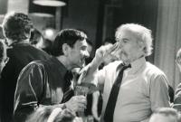 Uvedení divadelní hry Asanace v Malém divadle v Liberci, zleva Miroslav Masák a Ladislav Lis, Liberec, 1990.