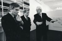 V ateliéru Richarda Meiera, zleva Miroslav Masák, Václav Havel, Richard Meier, New York, 1991