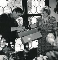 Oslava padesátin Miroslava Masáka s životní kamarádkou Věrou Čáslavskou, Míčovna Pražského hradu, 1992