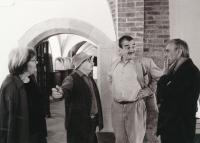 Zleva Jaroslava Brychtová, Stanislav Libenský, Karel Schwarzenberg, Miroslav Masák, Karolinum, 1998
