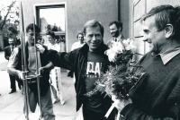 Oslava padesátých narozenin Miroslava Masáka s gratulantem Václavem Havlem, Praha, 23. 5. 1992