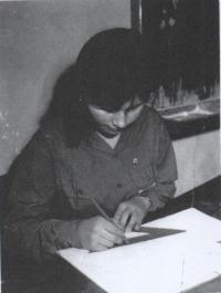 Magda jako nadaná studentka SVVŠ ve svazáckém, vítězka soutěže v geometrii, Stropkov 1961
