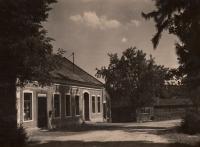 Hostinec v Oldřiši u Poličky patřící rodičům, kde pamětník vyrůstal