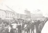Shromáždění během sametové revoluce, 1989 Strakonice