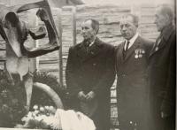 (zľava) ján škúci a preživší františek svatík a štefan svatík asi v roku 1975