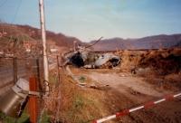 Fotografie havarovaného vrtulníku, mise NATO, Bosanska Krupa, 1998